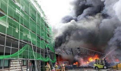 韩国一塑料工厂突发大火,1名中国人不幸身亡,起火原因不明资讯生活
